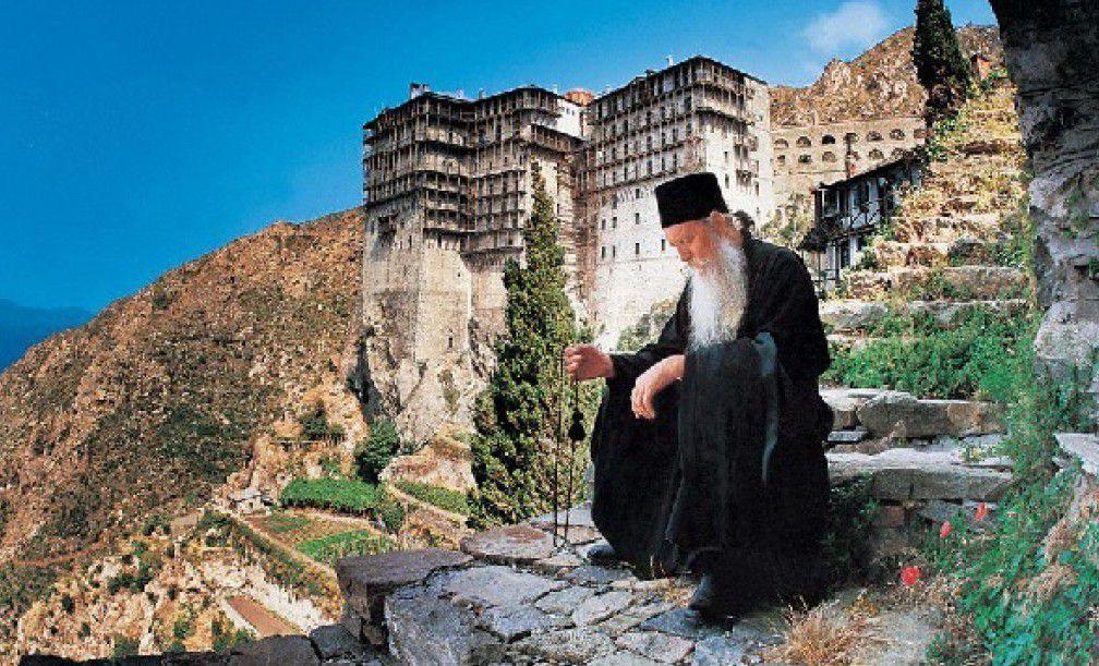 Монах в молитве